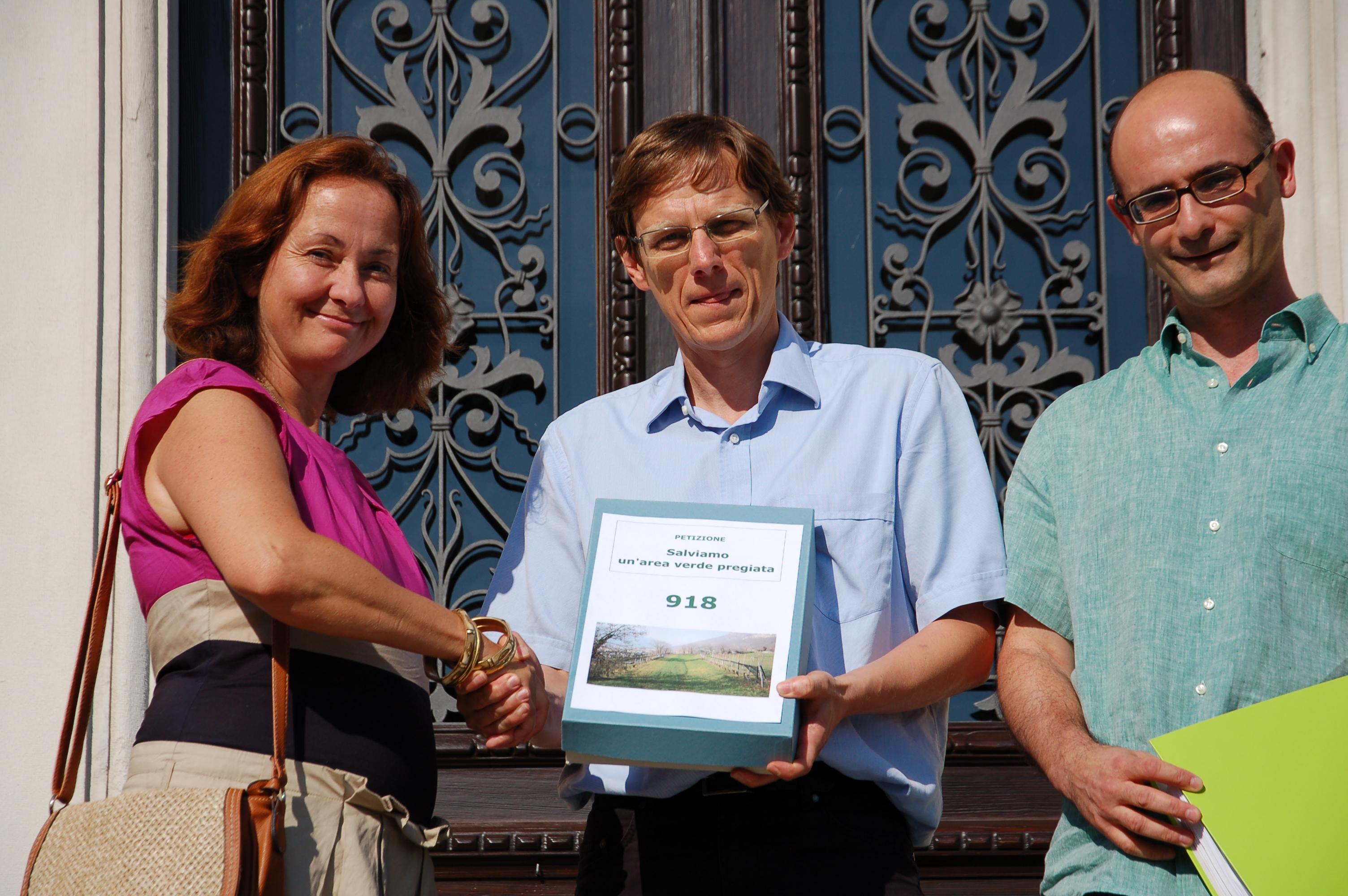 Consegna petizione 18 giugno 2015